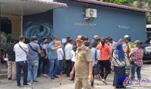 Foto : Pemkab Langkat Segel Lokasi Usaha Cafe dan Resto Champion di Desa Emplasmen, Kecamatan Sei Bingai, Kabupaten Langkat, Sumatera Utara (Sumut), Jumat (09/04/2021).